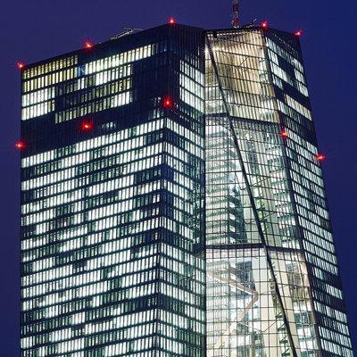european-central-bank-building-in-frankfurt-am-main-at-night-56328918_1x1.jpg